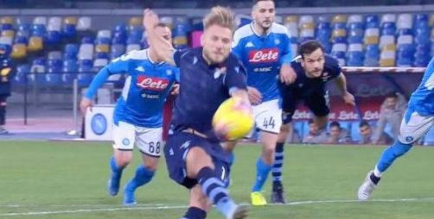 VIDEO: Blooper de Ciro Immobile en un penal en Napoli-Lazio